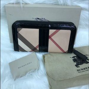 Burberry nova check zippy wallet